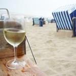Strandkorb--Glas-Wein